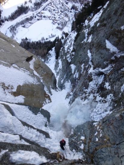 Lillaz Gully, Mountaineering course, Chamonix ski guide, haute route, chamonix climbing, Chamonix freeride, Chamonix mountain guides, Swiss mountaineering