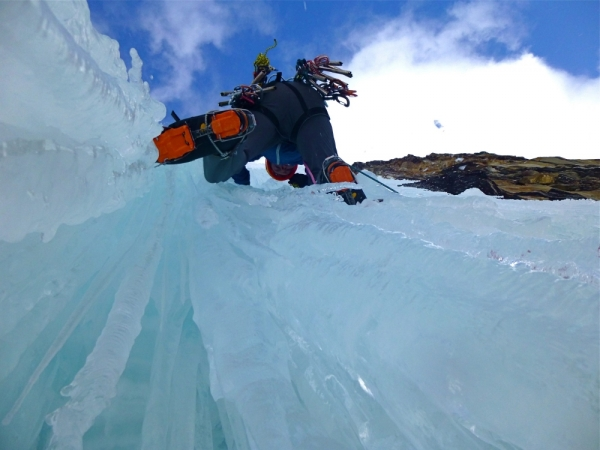 Ice Climbing, Mountaineering course, Chamonix ski guide, haute route, chamonix climbing, Chamonix freeride, Chamonix mountain guides, Swiss mountaineering