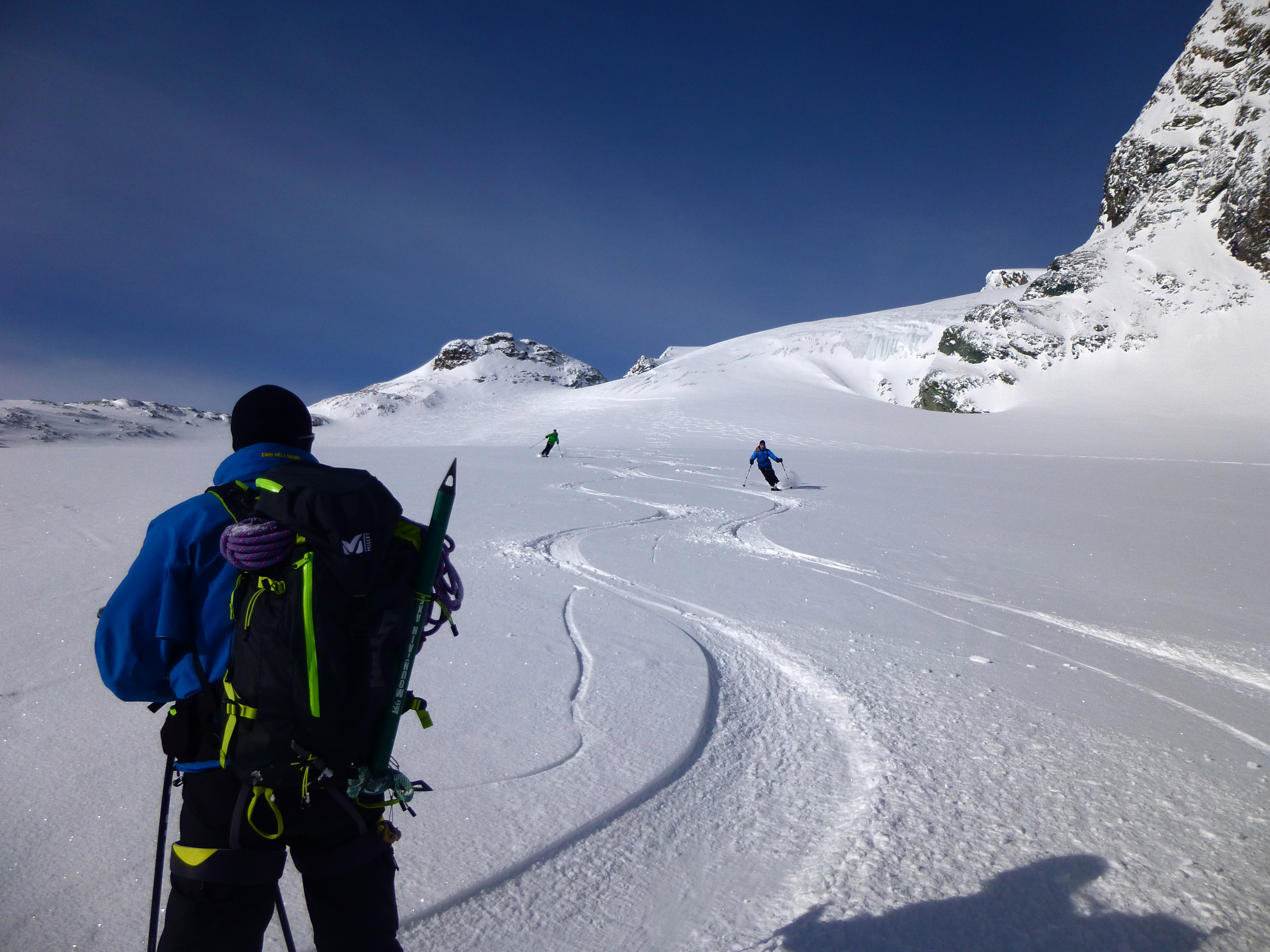 Smooth turns down the Haute Glacier d'Arolla