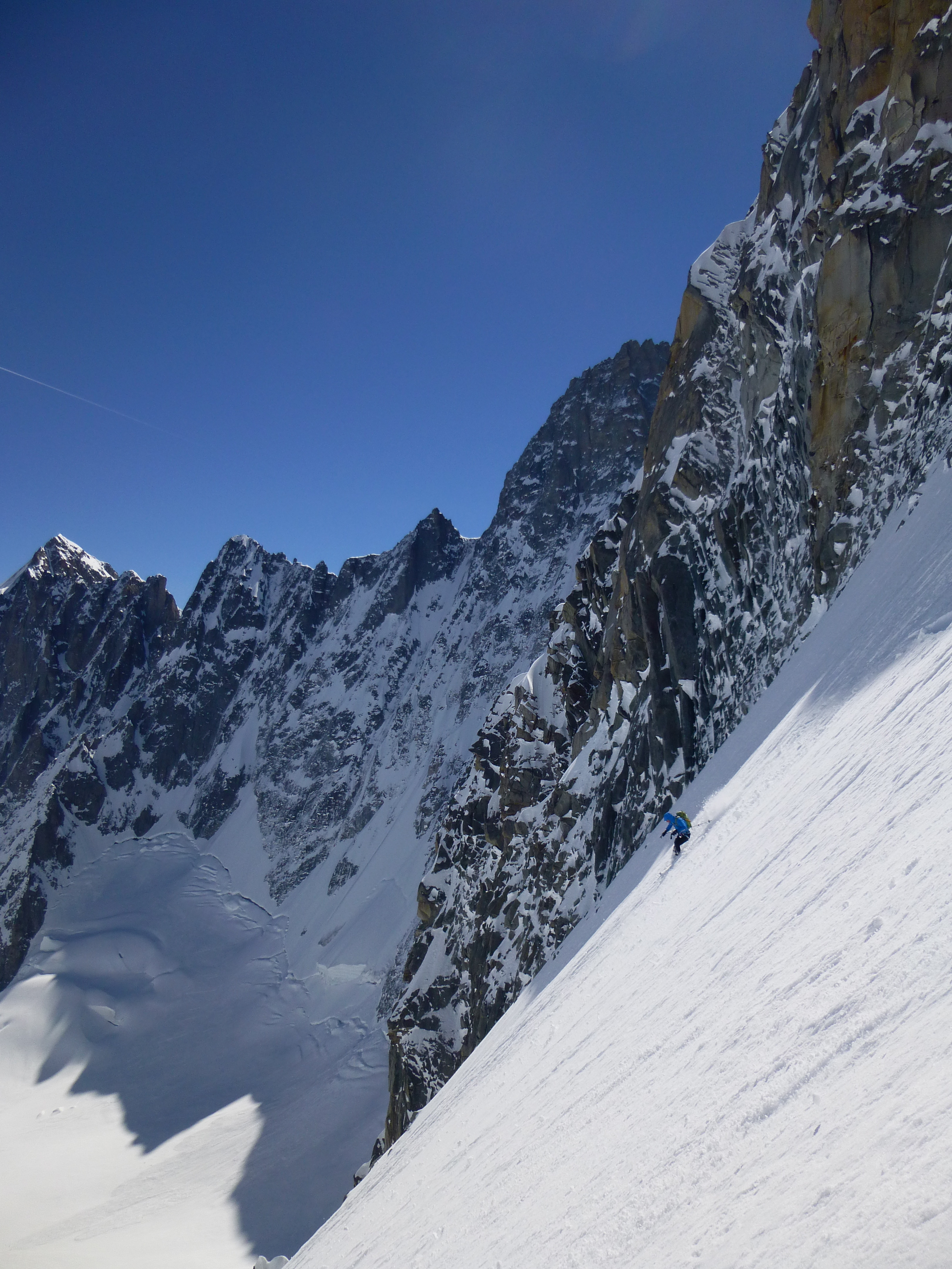 Col des Cristaux with the head of the Argentiere basin behind.