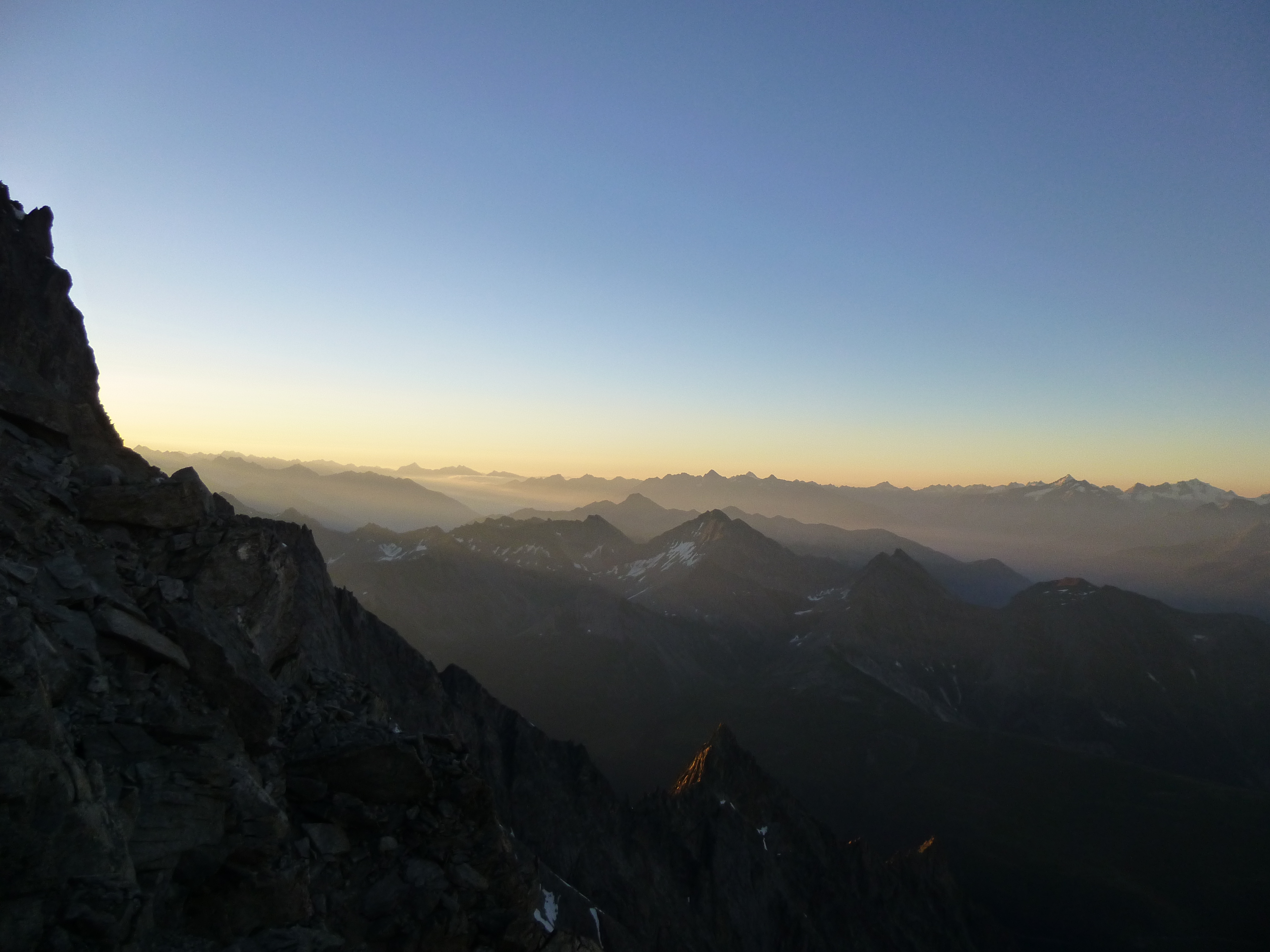 The sun wakes up Italy from the Dent du Geant
